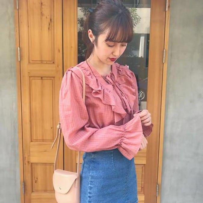 v frill blouse