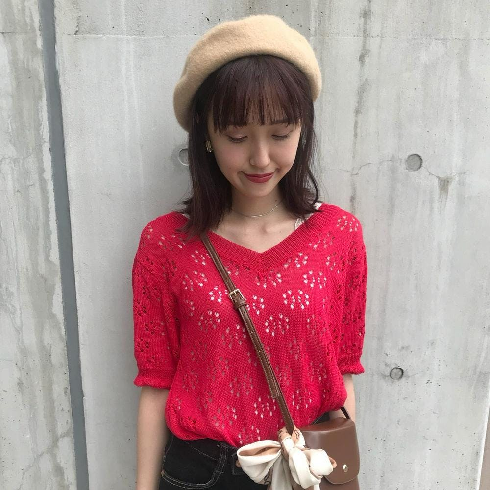 color punching knit