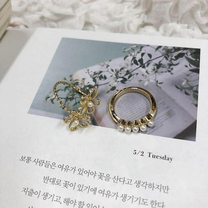 girly flower ring set-0