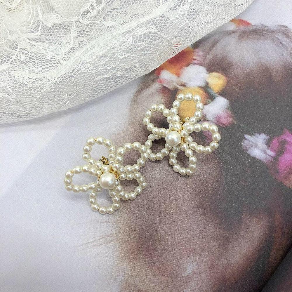 pearl flower pierce