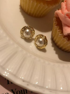 spin pearl earring