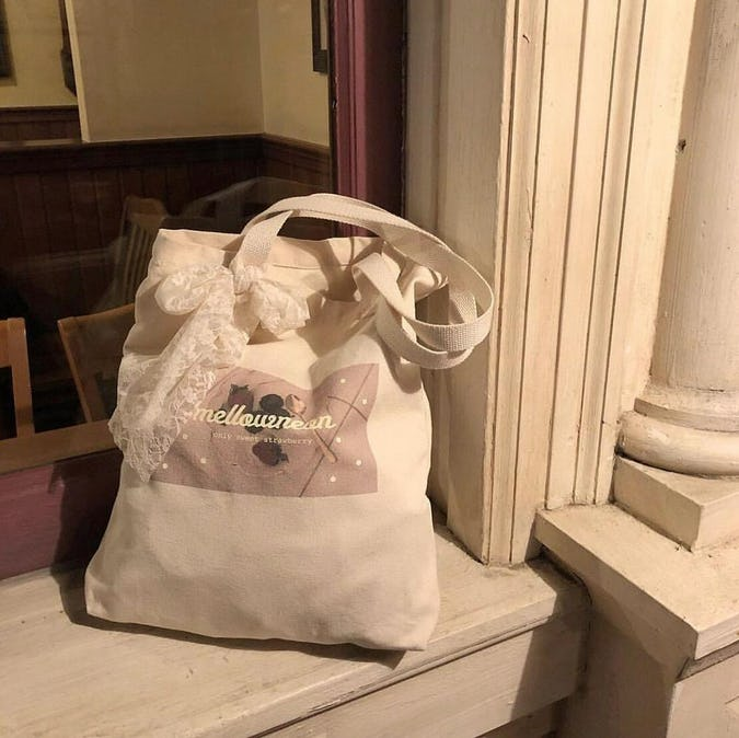 mellow's strawberry bag-0