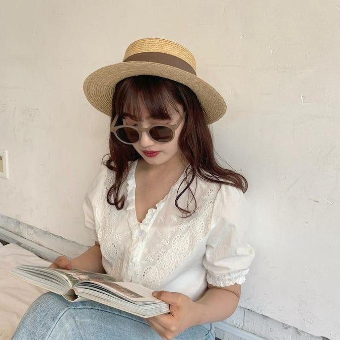 brown ribbon hat
