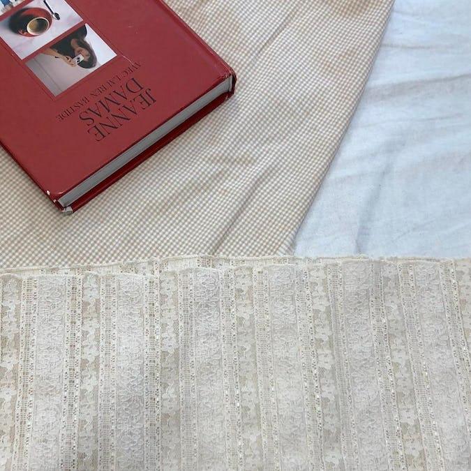 antique lace bl