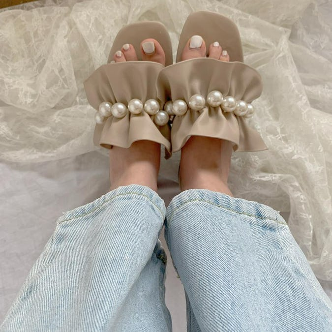 frill & pearl sandal