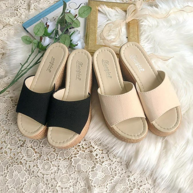 line wedge sandle