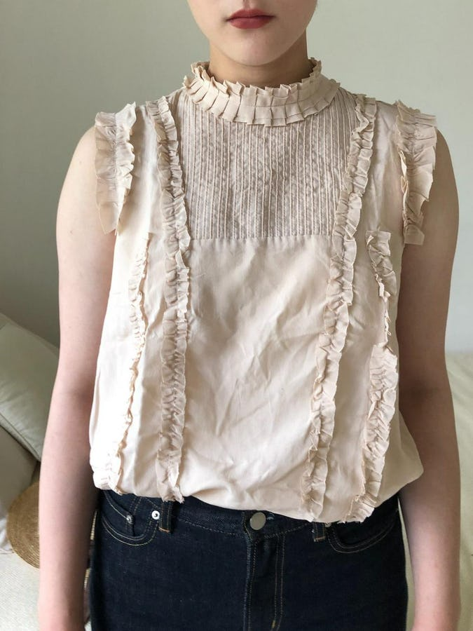 nosleeve frill blouse