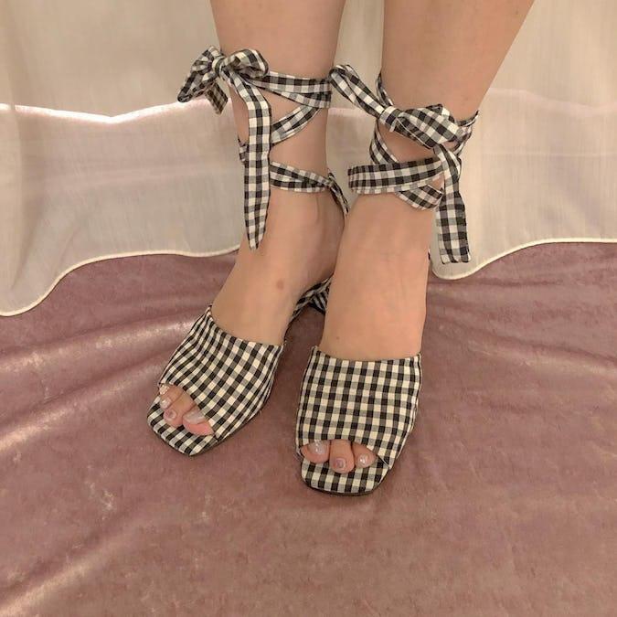 gingham ribbonn  lace up  sandal