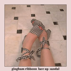 gingham ribbonn  lace up  sandal