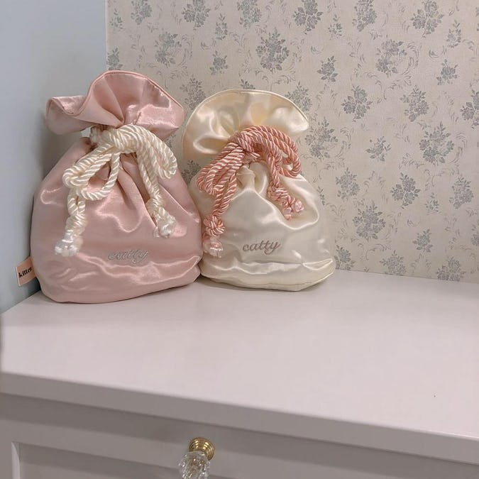 catty glitter pouch