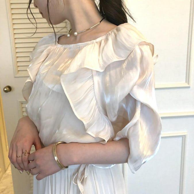 Shiny nuance frill blouse