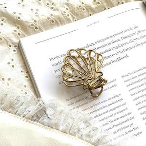 shell pearl clip