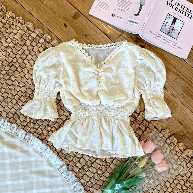 flower shirring lace blouse