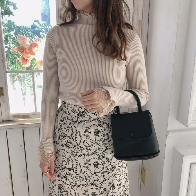 lace neck knit T