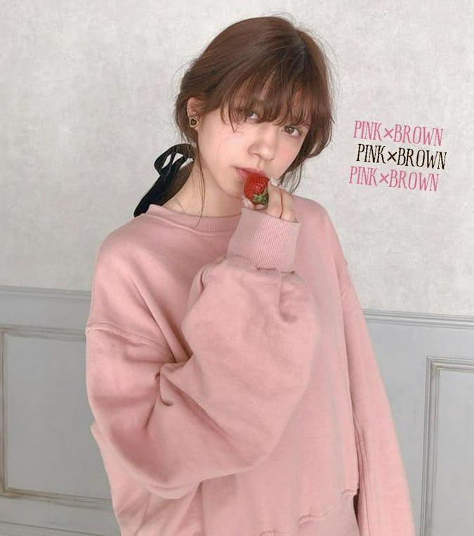 マンネリしがちなブラウンコーデはピンクをプラスで、簡単アップデート♡