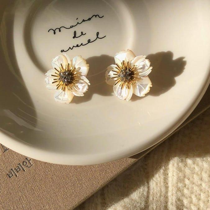shell flower pierce-0