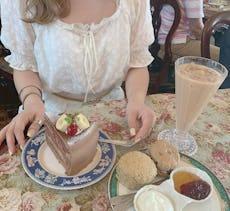 英国風レトロ喫茶で過ごす♡おしゃれなティータイムはいかが..?