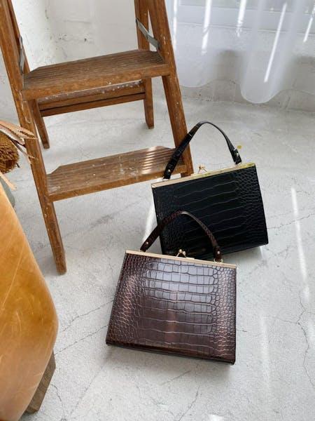croco pattern hand bagの画像1枚目