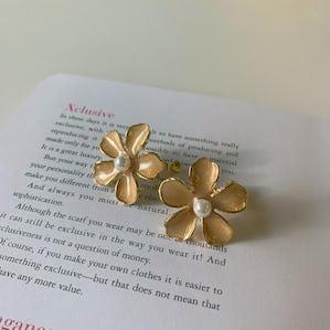 baby flower earring