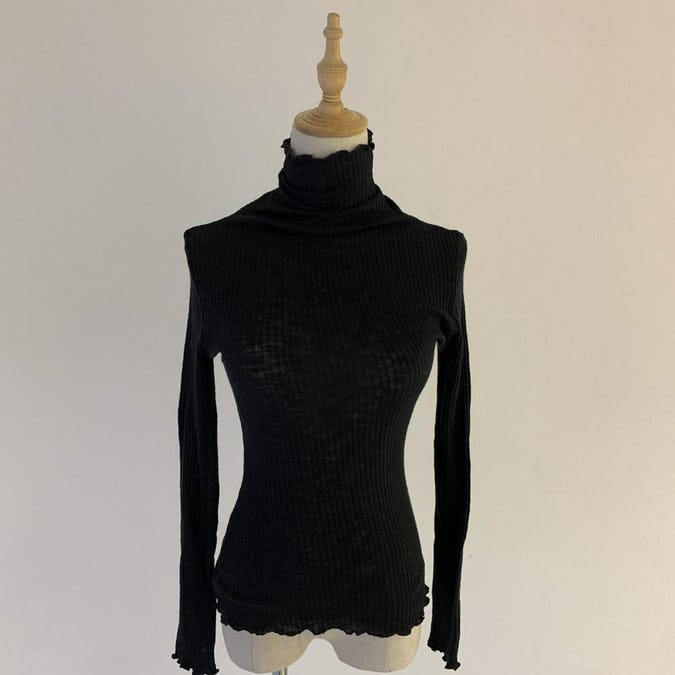 frill neck lace inner