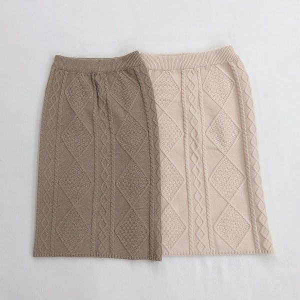 ケーブルニットスカートの画像2枚目