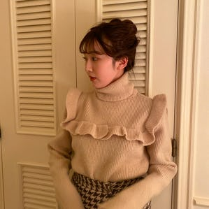frill hi-neck knit