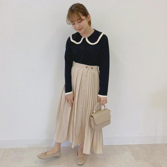 丸バイカラー襟カーデ&ミルクチョコプリーツスカート