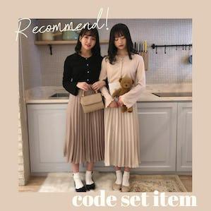 パールカーディガンセット&光沢ラテプリーツスカート
