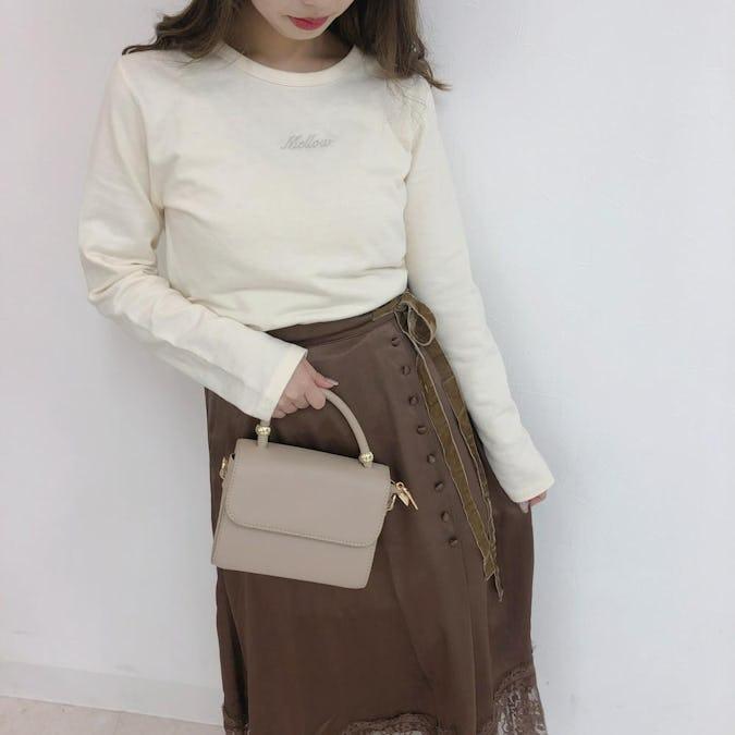 ラメTシャツ&リボンレーススカート