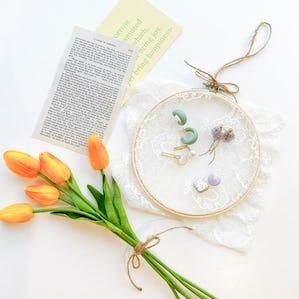 お花レースのアクセ刺繍フープ