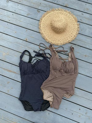 dot gather onepiece swim wear