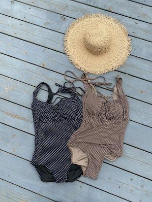 dot gather onepiece swim wear