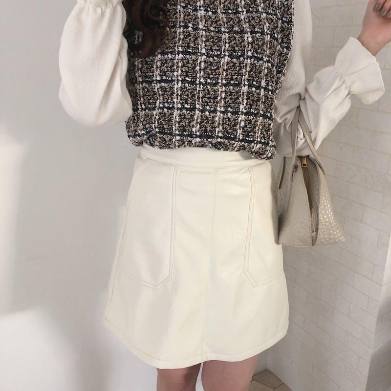 ホワイトレザースカートの画像2枚目