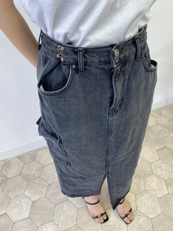 こなれブラックデニムスカートの画像1枚目