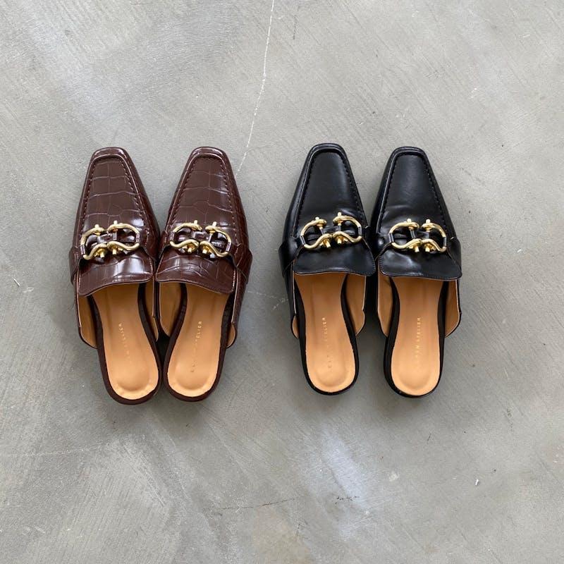 croco metal fitting sandalsの画像1枚目